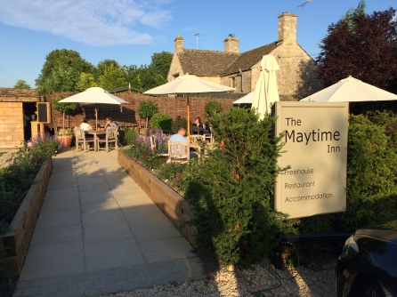 Maytime-Inn-Asthall-garden