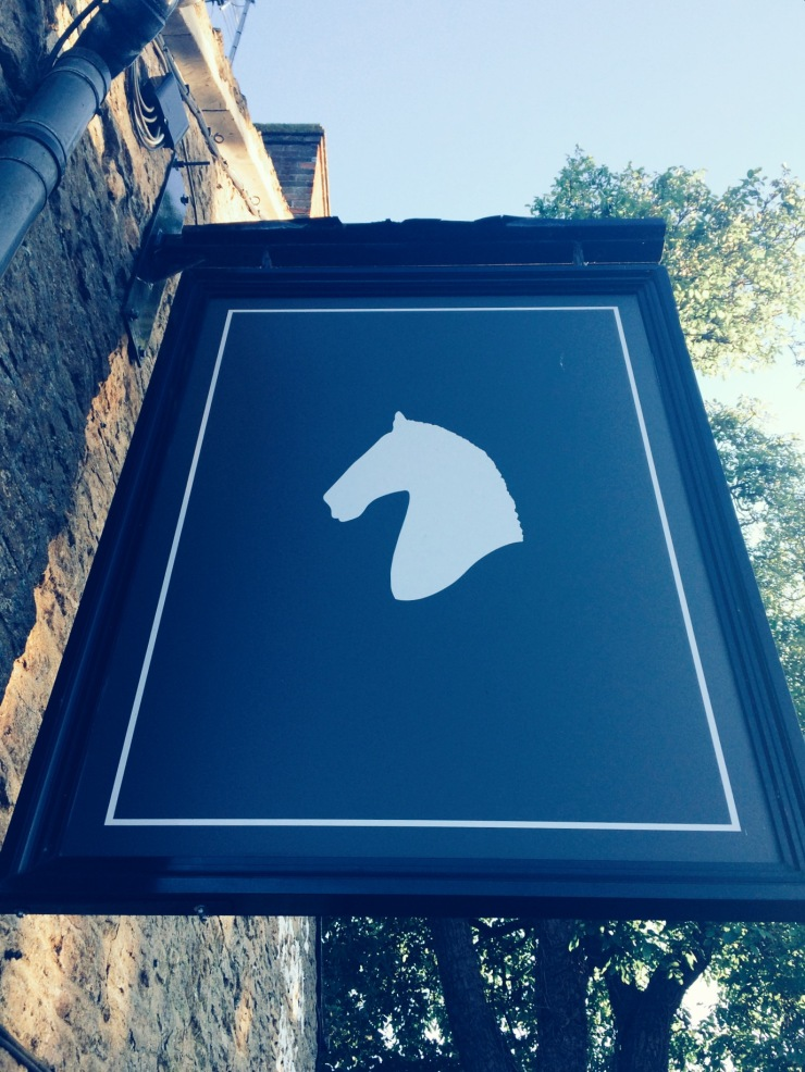 White Horse Duns Tew sign