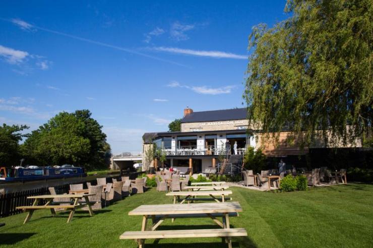 Navigation Inn at Cosgrove Pub Garden