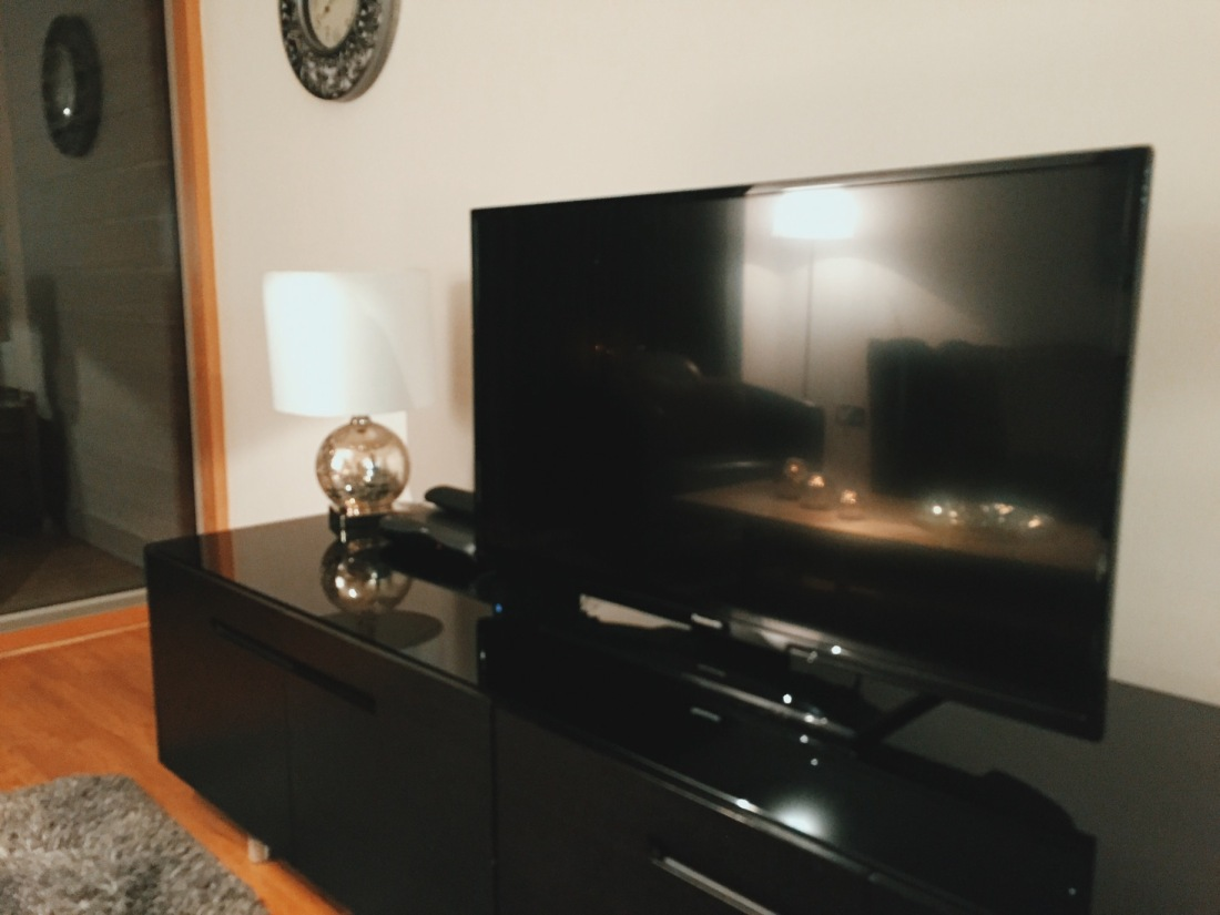 City Stay Milton Keynes living room with television