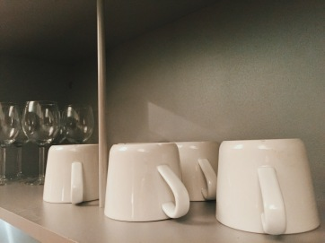 City Stay Milton Keynes apartment crockery