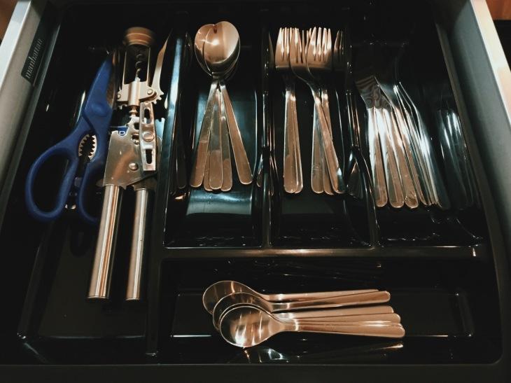 City Stay Milton Keynes apartment cutlery