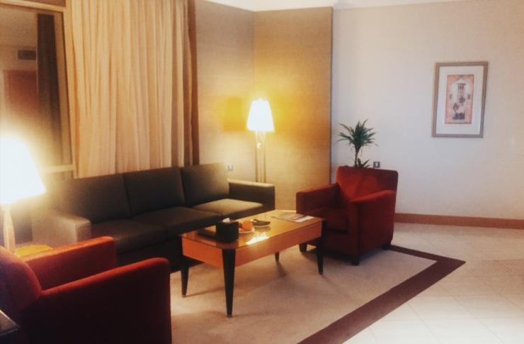 Fairmont Dubai Hotel King Gold Room