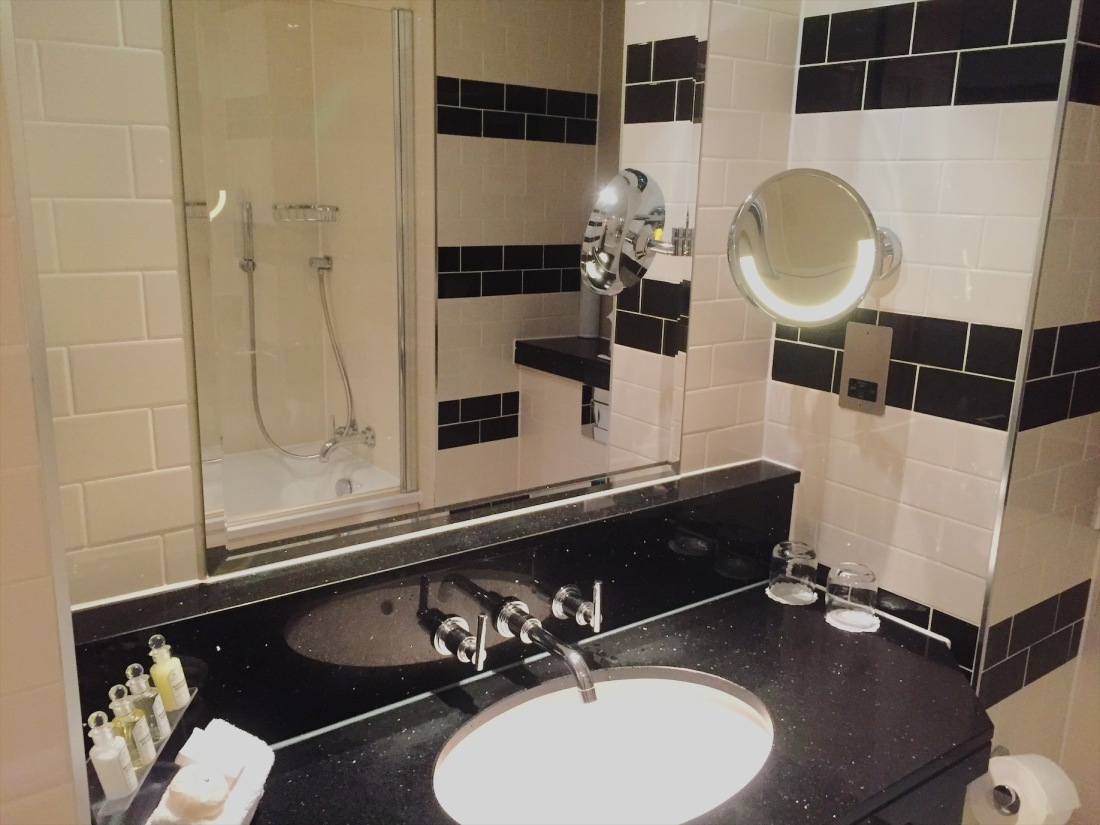 Executive bathroom at London's Grosvenor Hotel