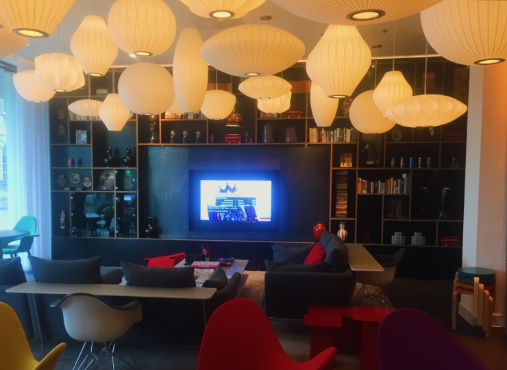 CitizenM Tower Bridge London reception
