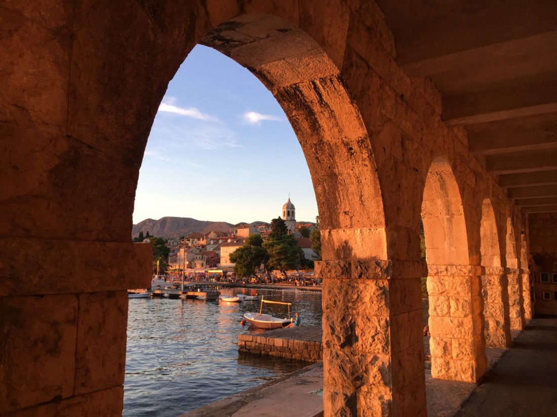twomenabouttown-eutour-croatia-cavtat-arch