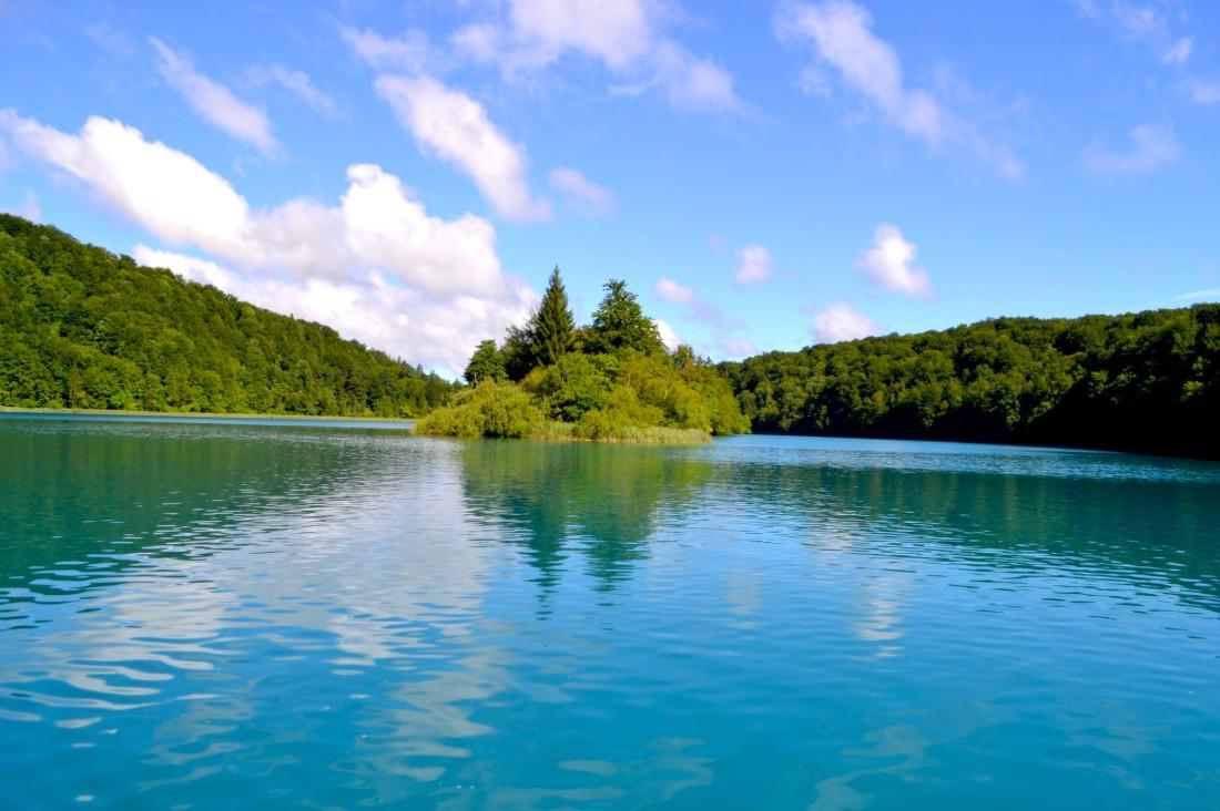 twomenabouttown-eutour-croatia-plitvice-lakes-island