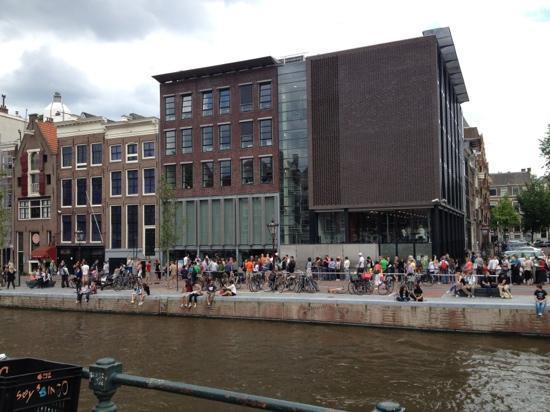 TwoMenAboutTown-netherlands-amsterdam-anne-frank