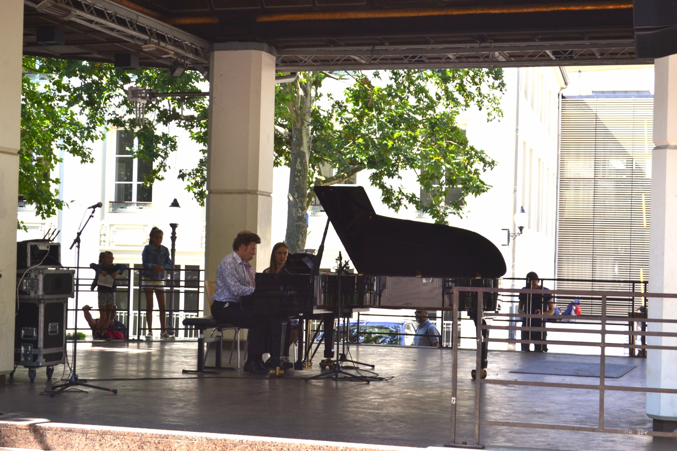 TwoMenAboutTown-Brexit-EU-Luxembourg-piano-place-d-armes