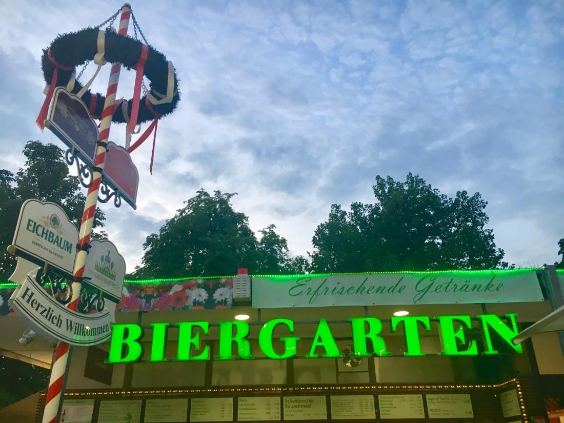 TWOMENEUTOUR-BREXIT-EU-GERMANY-STUTTGART-biergarten