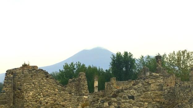 Italy-pompeii-mount-vesuvius 2