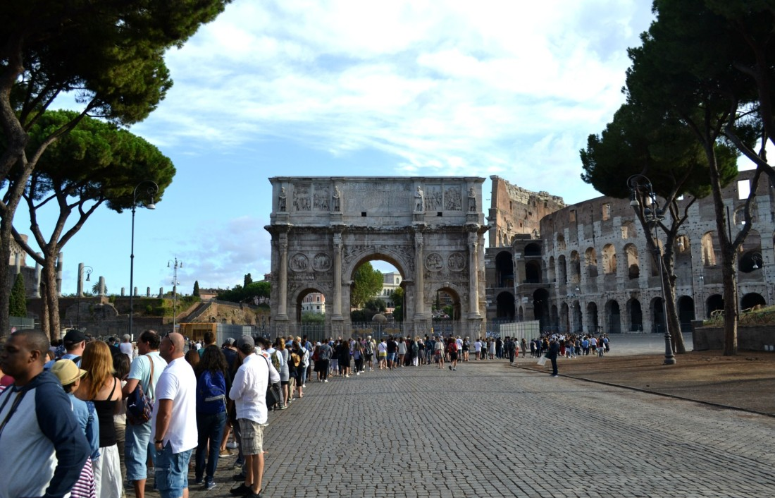 Italy-rome-colosseum-queue