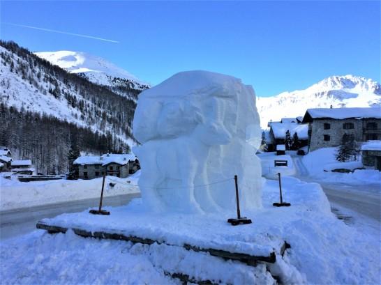TwoMenEUTour-France-snow-sculpture