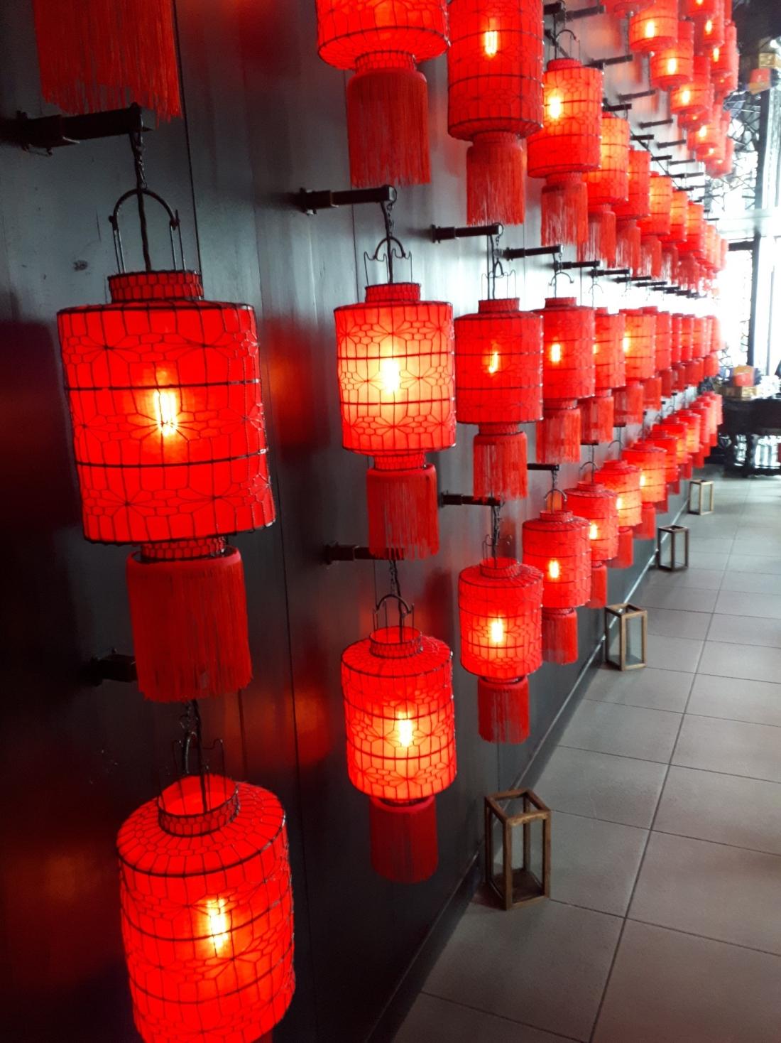 hutong_lantern.jpg