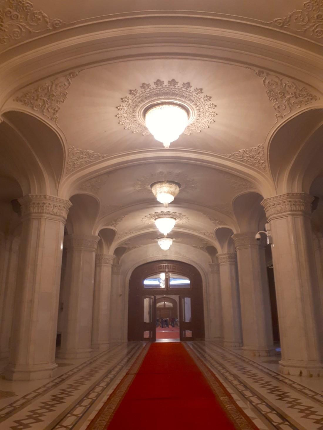 Romania_parlement_hall